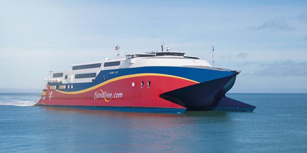 Fjord Lines hurtige HSC Fjord Cat tar deg mellom Kristiansand og Hirtshals på 2 timer og 15 minutter.