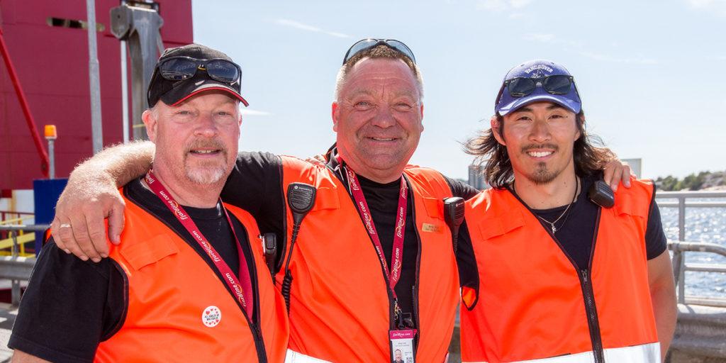 Våre dyktige ansatte i Strømstad loser biler og passasjerer trygt av og på MS Oslofjord.