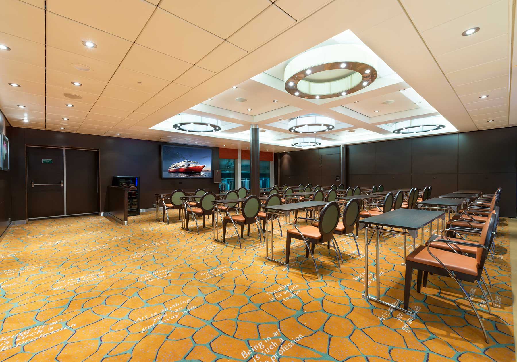 Large conference rooms in beautiful surroundings.