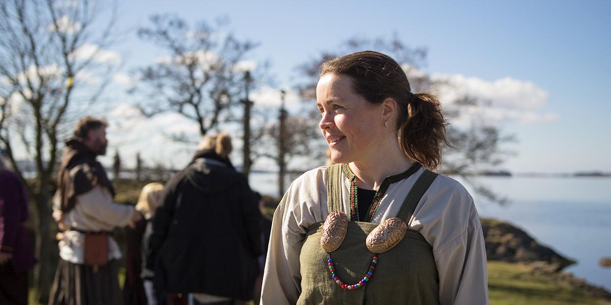 På Viking Tour kan du få en helt særlig rejse ind i vikingernes hverdagsliv.