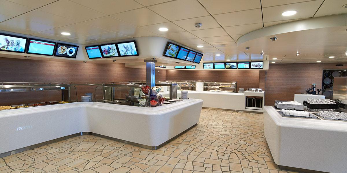 I Oasis Garden Café finder du mange forskellige retter. Alt fra smørrebrød, sandwiches, wokretter og pizza til god gammeldags hjemmelavet mad og desserter.