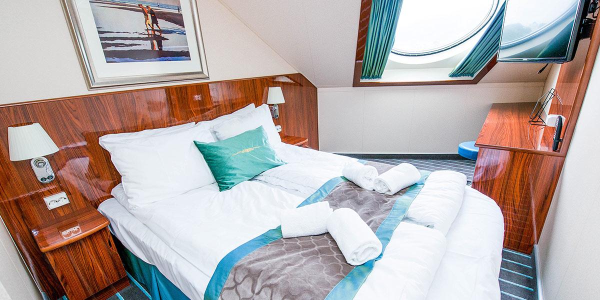 Miniluxe er elegante kahytter med plads til 1-4 personer. Alle Miniluxe-kahytter har dobbeltseng, TV, badeværelse med brusebad og toilet.