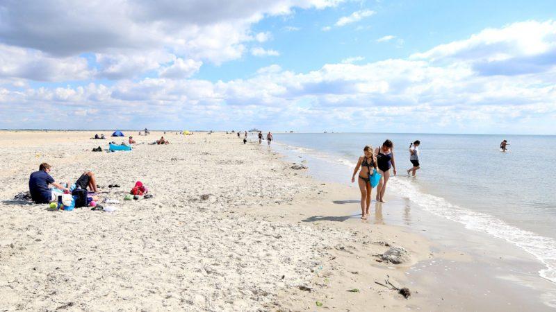 Plass nok til alle: Liker du dårlig sild-i-tønne-varianten når du er på stranda, er Rømø utvilsomt steder for deg. Foto: Fjord Line