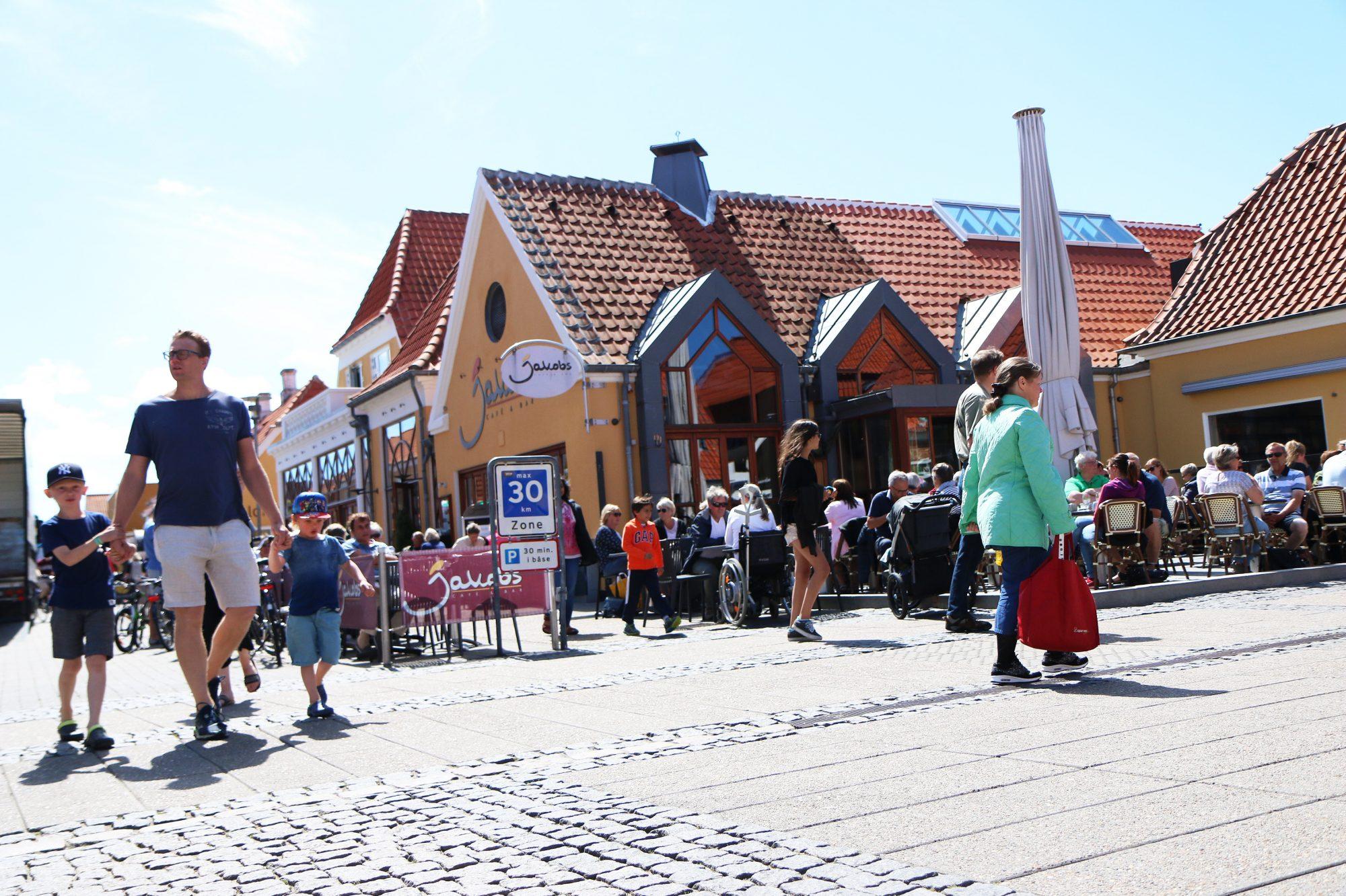 Midt i smørøyet: Jakobs Café & Bar ligger midt i hjertet av Skagen.