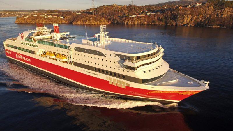 MS Stavangerfjord i godt driv ut fra Bergen tidlig i januar 2018. Foto: Erik Ask