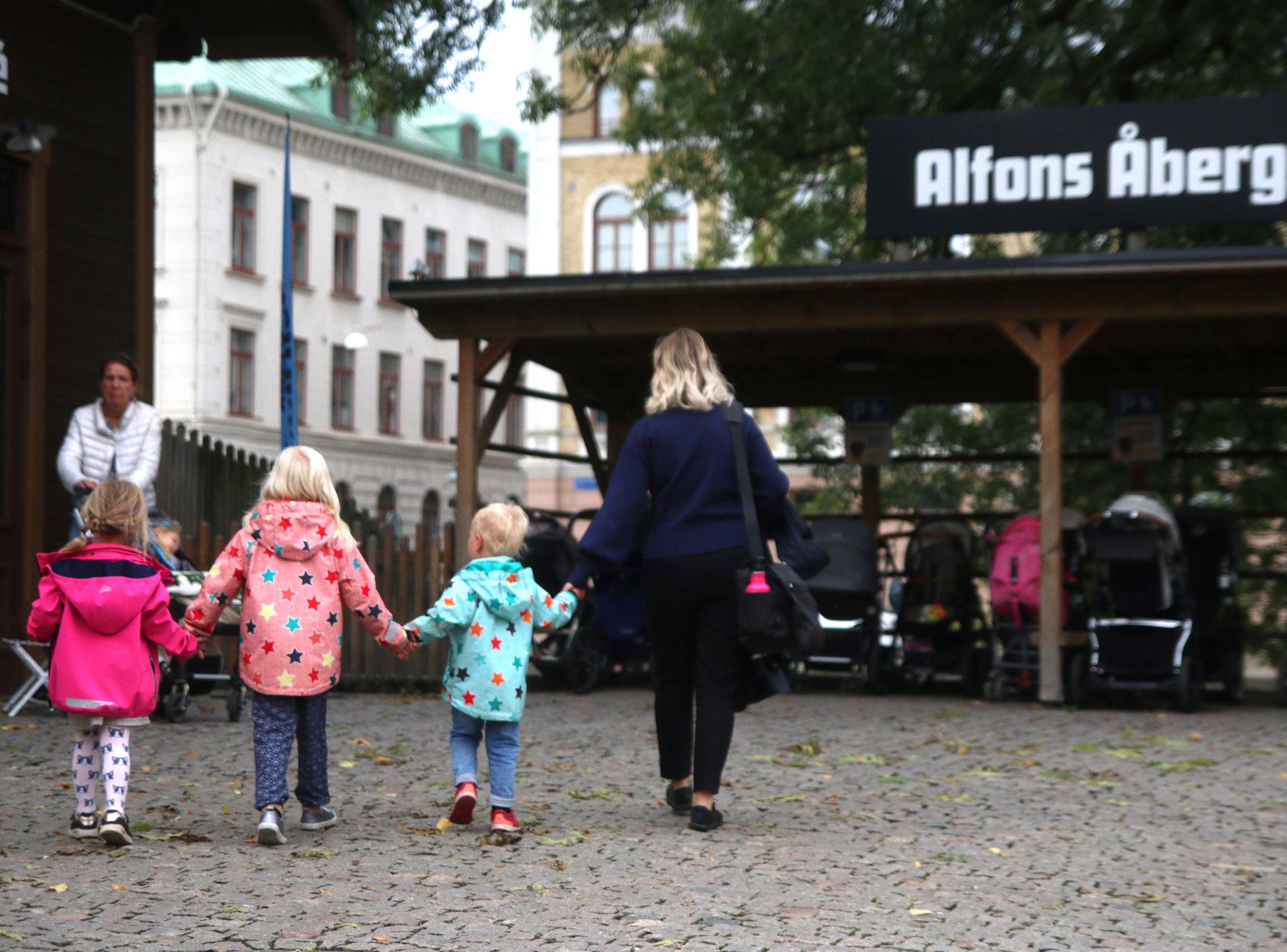 Kreativt kulturhus. Alfons Åbergs kulturhus er et lite stykke barnemagi midt i Gøteborg. Det er åpnet hver eneste dag fra kl. 11 til 16 og her kan barna utfolde seg kreativt uten masse eksterne uttrykk og påvirkninger. To ganger daglig er det teaterforestilling i kulturhuset. Her er det også en kafé og uteområdene er helt fabelaktige. Foto: Fjord Line