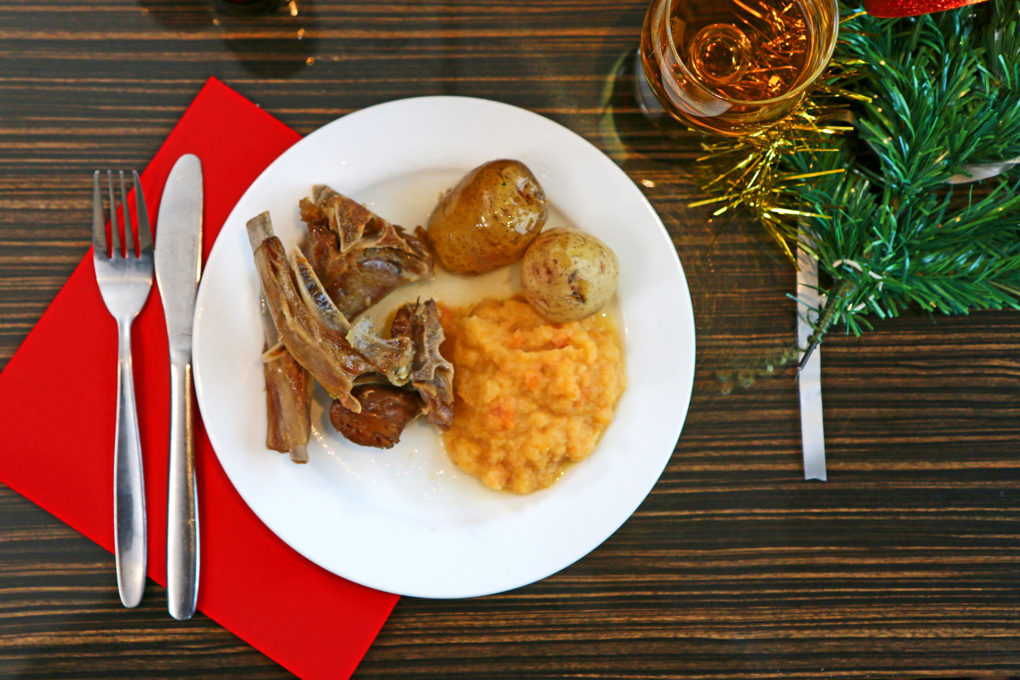 Smaken av vestnorsk jul. Pinnekjøtt med stappe og «poter».