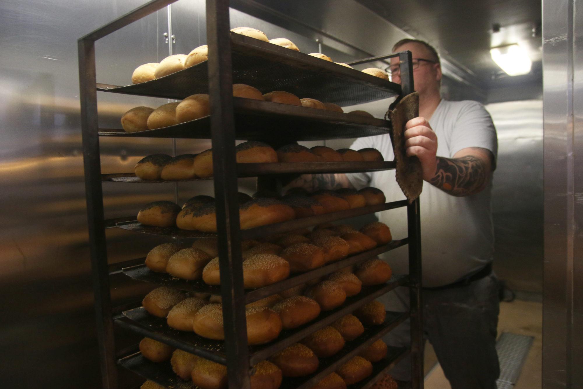 Til sammen skal Jan bake, forme og steke hele 48 brød - 24 fine og 24 grove. Foto: Fjord Line