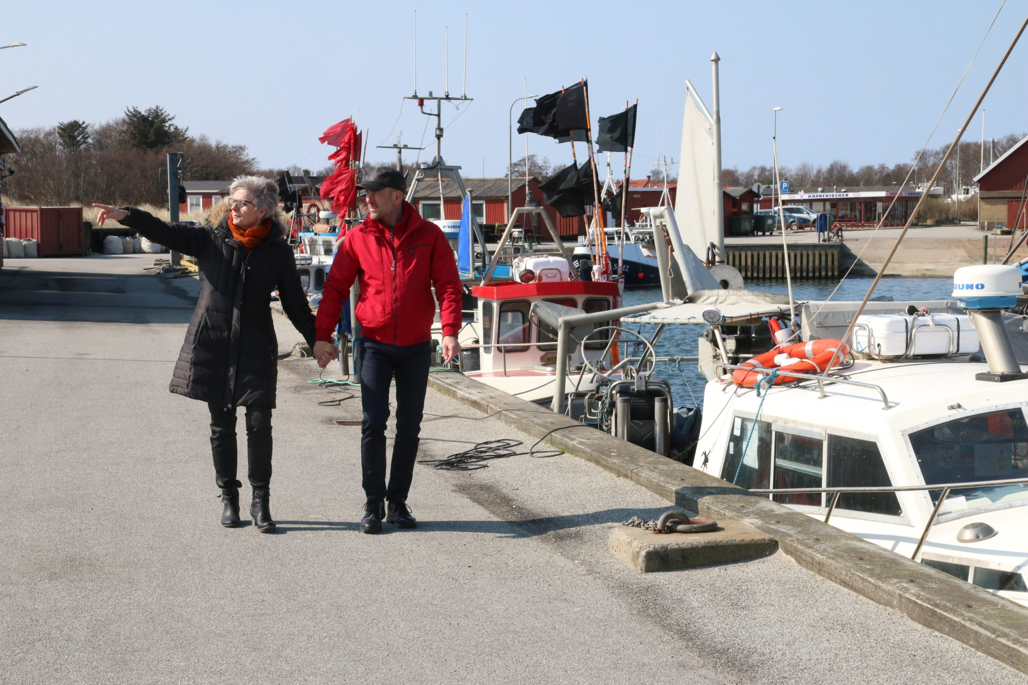 Bare en kort spasertur fra kroen, ligger en koselig havn og ikke minst fabelaktige strender. Foto: Fjord Line