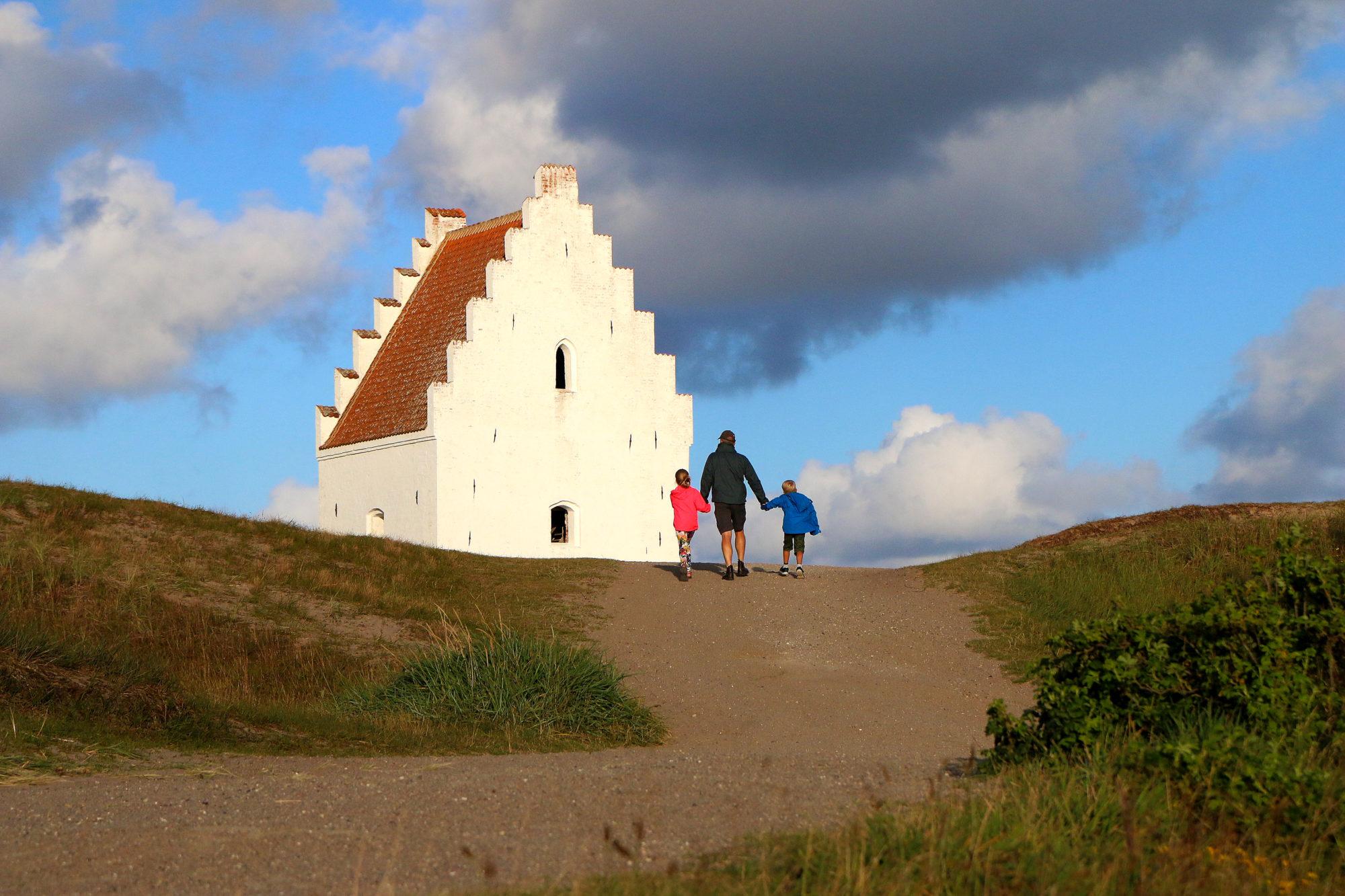 Den tilsandede kirke. Foto: Fjord Line