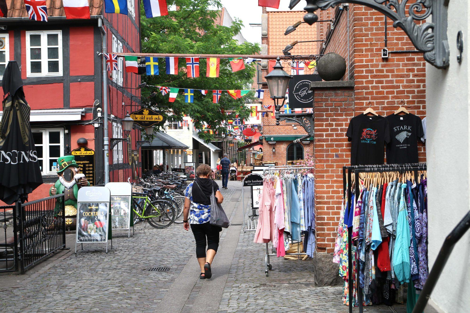 Sjarmoffensiv:Bindingsverkshus, brostein og små morsomme nisjebutikker. Odense er en sjarmpakke uten like. Foto: Fjord Line