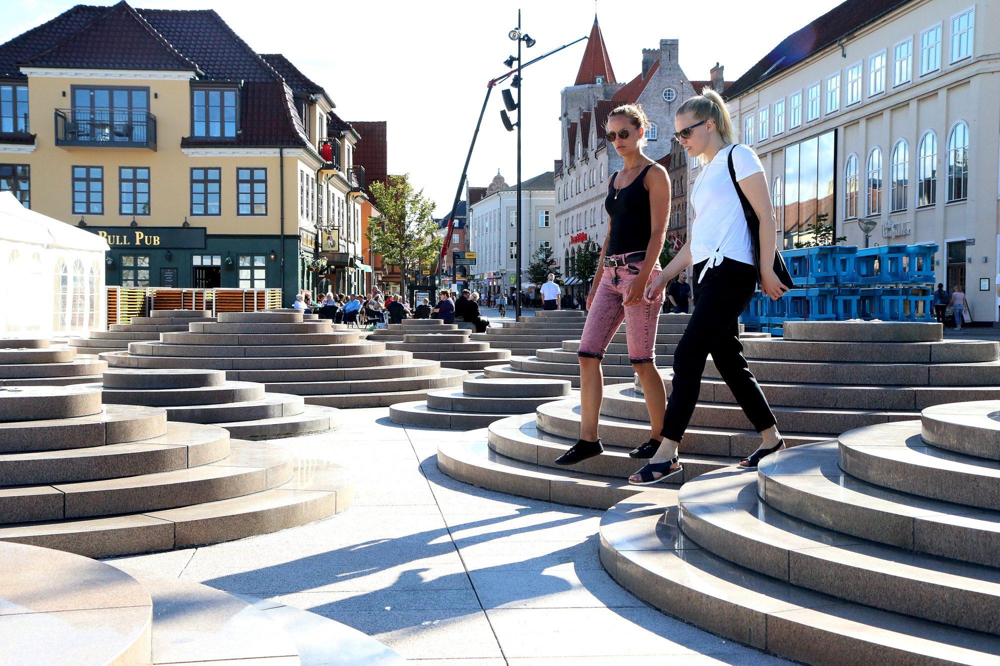 Avslappende storbyliv: Miksen mellom storbyfølelsen og et det koselige og intime, er påtakelig i Danmarks fjerde største by. Foto: Fjord Line