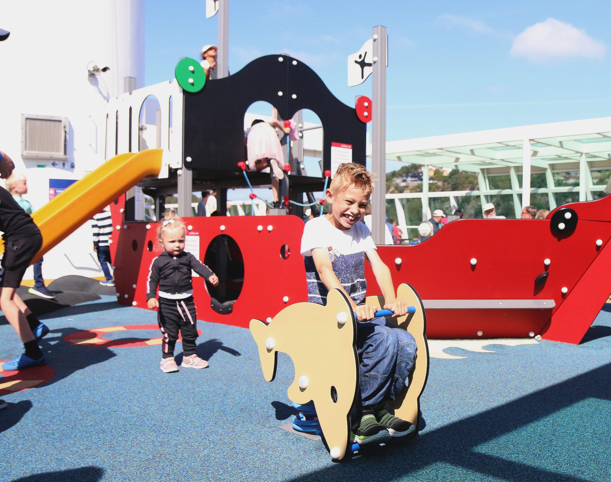 Vi liker glade barn. Gjør ikke du? Foto: Fjord Line