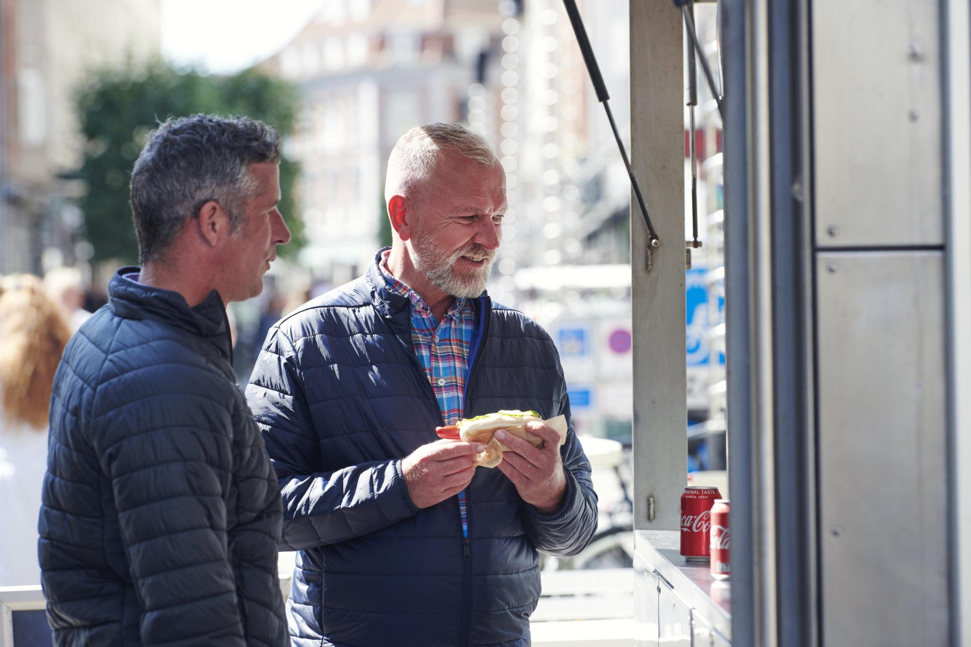 Over alt. De danske pølsevognene finner du nærmest på hvert gatehjørne. Foto: Fjord Line/Morten Wanvik