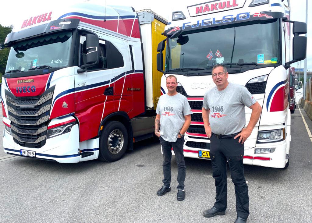 Ole Breumlund og André Becker fra Håkull var tidenes første yrkessjåfører som reiste med Fjord FSTR. Her på kaien i Kristiansand. Foto: Fjord Line